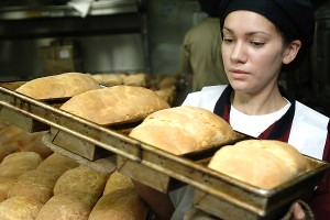 090717-N-2013O-010 PACIFIC OCEAN (July 17, 2009) Culinary Specialist Seaman Samantha Garza carries fresh bread to a prep station aboard the aircraft carrier USS George Washington (CVN 73). George Washington is participating in Talisman Saber 09, a biennial joint military exercise between the U.S. and Australia focusing on operational and tactical interoperability. (U.S. Navy photo by Mass Communication Specialist 3rd Class Charles Oki/Released)